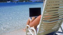 guy-crittenden-woman-on-beach-with-laptop